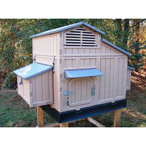 Formex Snap-Lock Large Chicken Coop - 64  X 39  X 42